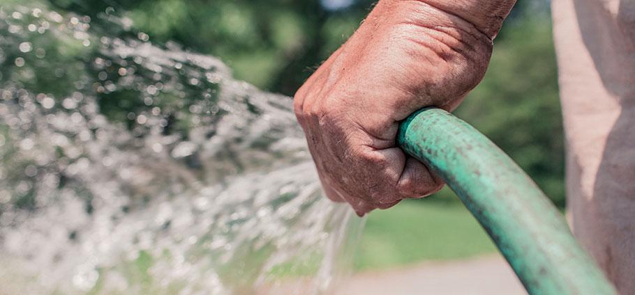 Tre yrkesgrupper som arbetar med skötsel av grönytor